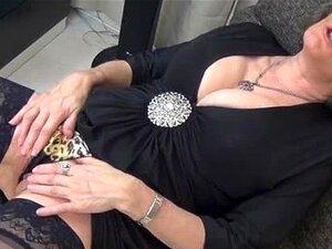 Cinza Velha Mulher Com Grandes Mamas E Preto Part1 Porn