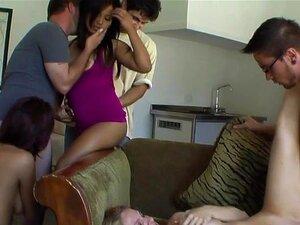 Os Homens Estão A Partilhar Mulheres Luxuosas Durante O Sexo Em Grupo. Porn