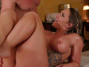 A Cali Carter Tem As Suas Enormes Mamas Oleosas Cobertas De Sumo De Homem Pegajoso-Brad Newman, Cali Carter Porn