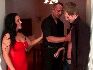 Casal Bissexual Executa Um Ménage à Trois Porn