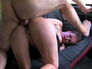 Adoro Creampie Big Mamas Que MILF Obtém Bateu Como Punição Para Mijar No Táxi Porn