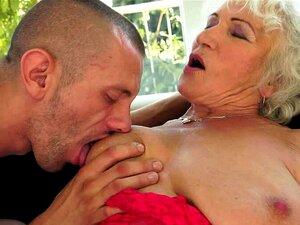 Norma Geme Alto Enquanto Recebendo Dela Pussy Velha Fodida Rígido Porn