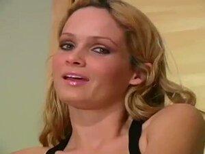 Closeup Quente Show De Buceta Peluda E Pés Em Meia-calça Porn