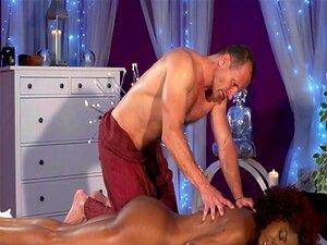 Sexy Mulher Negra Jovem Massagem Quente Com George Uhl Porn