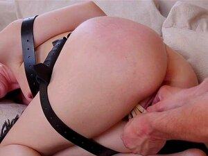 A Família Joga Sexo Anal A Três Bdsm. Big Tits Redhead Lauren Phillips é A Nova Madrasta Para Os Irmãos Seth Gamble E Maya Kendrick Que Têm Sexo Anal A Três Bdsm Com Ela. Porn
