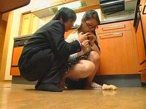Esposa Japonesa Nerd Se Ferra Em Uma Rapidinha, Bunda Grande Muito Bonita Nerd Japonês MILF Recebe Seu Bichano Martelado E Bunda Creme Na Escada. Porn