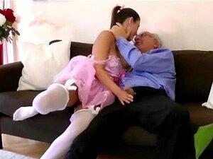 Menina Mais Nova Cara Mais Velha Chupando Pau Porn