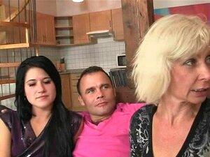 Os Seus Filhos Atraem-na Para Um Ménage à Trois Em Família. Porn