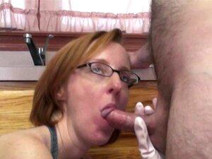 Madura Vadia Layla Redd Está De Joelhos Para Chupar Um Pau Porn