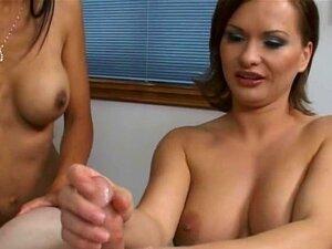 Duas Gatas Perfeitas Compartilham Um Pênis Pequeno Porn