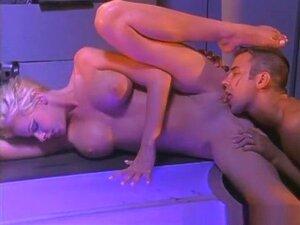A Estrela Pornográfica Incrível Nicole Sheridan, Num Filme Pornográfico Pornográfico. Loira Gostosa Com Peitos Grandes, Nicole Sheridan, Dá Um Bonito E Bem Pendurado Homem, Um Sem Buracos Impedido De Passar Para Seu Corpo Incrível, Dando O Seu Grande Galo Porn