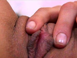 Melissa Buceta Exame Em Fechar-se, Neste Clipe, Há Alguns Surpreendentes Closes De Buceta Da Melissa. Ela Expõe Seu Clitóris E Contrai Os Músculos Dela Buceta (músculos Contrações Orgásmica) Para Ligar-se E - Com Menos Sucesso - Exercícios A Zona De Ponto Porn