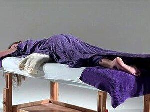 Alegria Recebe Uma Masturbação Quente No Filme Adulto Massagem, Alegria é Excitada O Tempo Todo E Nisto Seios Massagem Filme Pornô Que Ela Pede Uma Massagem Quente E Dela Apertado Spitoon Seminal Fica Todo Molhado De Prazer Porn