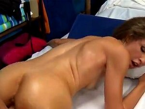 Massagem Erótica Com Marteladas Quentes. A Beleza Está Cheia De Luxuosas Necessidades Depois De Receber Uma Massagem Sensual. Porn