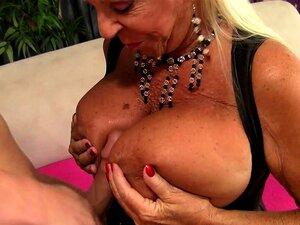 A Avozinha Mandi McGraw Monta Um Galo Porn