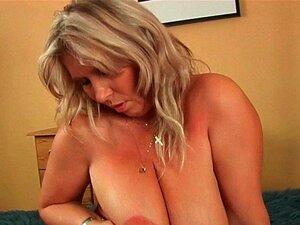 Uma Mulher Mais Velha Com Mamas Grandes é Fodida Porn