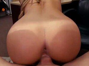 Garçonete Bonita Fechou A Loja De Penhores Para Ganhar Dinheiro Extra Porn