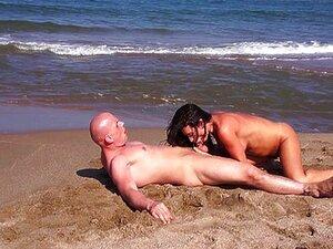 MILF Latina Fode E Respinga Na Praia De Nudismo Porn