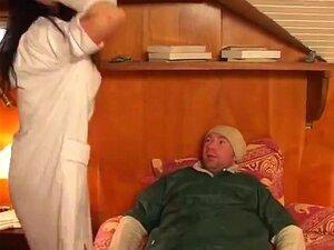 Enfermeira Excitada No Hospital Francês, Fodida Pela Paciente. Enfermeira Francesa Morena De Meia Vermelha E Um Fato Branco é Comido Por Um Paciente.a Pila Enfiada Na Rata Dela. Porn