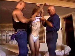 Comendo Uma Esbelta Mulher Gemendo Na Frente Do Marido Desagradável Porn