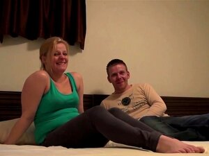 Um Verdadeiro Euro Amador Sopra. Real Euro Amateur Chubby Blonde Blows Cock For Cash In Hd Porn