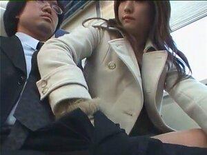Punheta Metro 04. Você Está No Metrô Parece Um Asiático Bonito. Esfrega Um Pouco. Acaba Com Uma Boa Punheta. Gostas? Porn