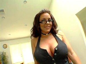 óculos Sexy Brunete Atrás Porra Na Mesa De Bilhar Porn