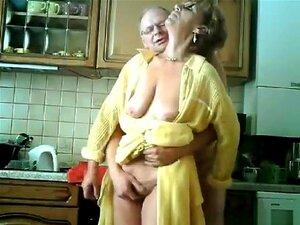 A Avó E O Avô Fazem Sexo Na Cozinha., Porn