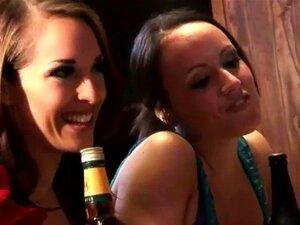 O Terno Do Bar Foi Acariciado Pela Mulher Do CFNM No Seu Bar. O Terno Do Bar Foi Acariciado Pela Mulher Do CFNM No Seu Bar. Porn