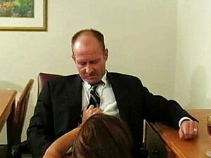 Morena Cavalga Pau Velho E Adora Porn