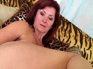 Experimentou A MILF Betty - 60 Anos Velho Ainda Vai Forte Porn