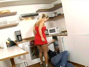 Mia Leone A Comer A Minha Irmã No Lavatório Porn
