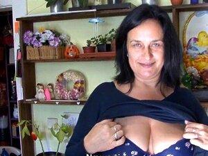 Os Boobies Feitos Sob Medida F Amadurecem-se Batem Na Loja De Flor Porn