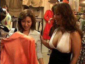 Meninas Asiáticas Lésbicas Beijando No Vestiário Porn