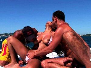 Babalou Brasileiro Em Trio Ao Ar Livre Porn