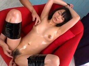 O Jovem Japonês Saboroso Serve Duas Erecções. Muito Bonita E Magricela Garota Japonesa Gosta De Duas Pilas Ao Mesmo Tempo Neste Vídeo Hardcore Trio Japonês. Porn