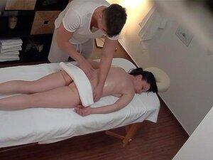 Esguichando MILF Desfrutando De Um Orgasmo Forte Em Massagem, Revelação Chocante! Três Câmaras De Espionagem Num Salão De Massagens. Espiamos Raparigas Checas Durante Uma Massagem. Não Fazem Ideia De Que Estão A Ser Vigiados. Você Vai Ficar Chocado Quando Porn