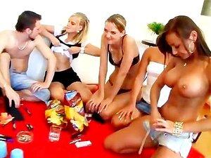Jogos Sensuais Para Os Estrelas Porno Na Sua Viagem Ao Exterior Porn