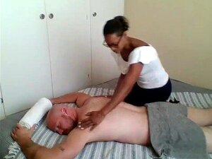 Massagista De ébano Pago Para Dar Final Feliz Massagem Foda Porn