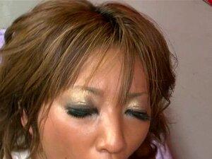 A Perversa Juri Sawaki Japonesa Gosta De Uma Presa Pesada. Prostituta Excitada Em Lingerie é Dupla Com Dois Homens Excitados Porn