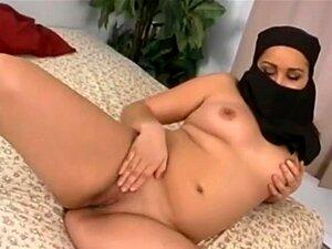 A Namorada árabe Não Presta E Fode Com A Facial. Uma Namorada Árabe Francesa De Acção Hardcore Caseira ! Broche, Foda-se E Uma Enorme Foto Facial ! Incrivel... Porn