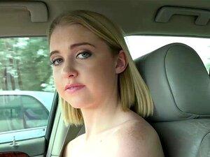 A Adorável Chloe Fica Com O Rabo No Carro, A Adorável Adolescente Ficou Sem Gasolina E Ficou Presa à Espera Que Um Tipo Simpático Oferecesse Boleia E Apreciasse A Sua Habilidade De Chupar Pilas Como Recompensa. Porn