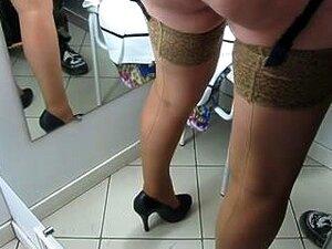 Rapariga De Meias Com Cinto De Ligas Na Sala De Provas, Porn