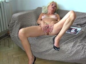 OldNanny Velha Lambendo Buceta De Uma Garota Bonita Porn