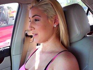 Teen Loira Peituda Bate Cara Estranha No Carro, Sexy Loira Adolescente Namorada Amador Descobriu Que Seu Bf Traindo Ela E, Em Seguida, Ela Encontrou Garanhão Que Comeu A Buceta No Carro Em Público Pov Porn