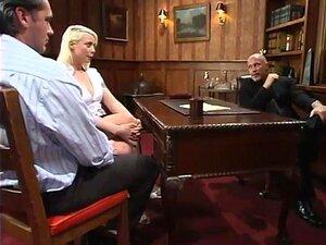 Mark Davis Joey Ray E Lorelei Lee, Joey E Sua Esposa Lorelei Ficaram-se Em Alguns Problemas. Eles Devem Uma Grande Soma De Dinheiro Ao Sr. Davis, Que é Um Homem Poderoso E Está Exigindo O Seu Pagamento. O Que Começa Como Um Ato Vergonhoso De Lealdade Se T Porn