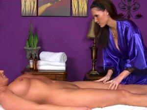 Massagista Lésbica Desce No Cliente Durante A Massagem Sensual Porn