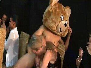 Um Urso Dançarino Para Os Livros 0044 Porn