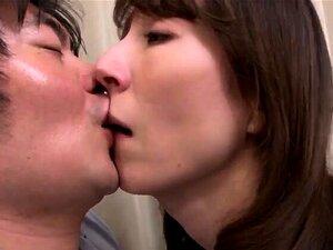 A Modelo Japonesa De Escritório Erótico Gosta De Sexo Hardcore. Porn