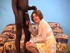 A Avozinha Francesa Adora Um Atleta Negro, Porn